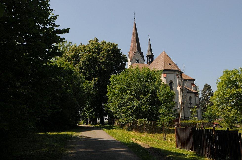 Dominantou Janovic je kostel sv. Josefa, který je kulturní památkou.