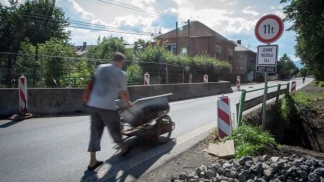 Most přes Bystrý potok v Bašce před demolicí, 15. srpna 2019.