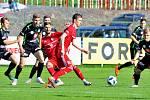 Třinečtí fotbalisté (v červeném) remizovali s Hradcem Králové.