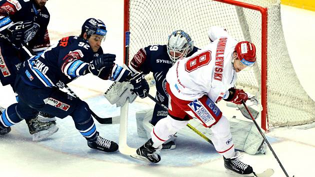 Oceláři (v bílém) v další repríze posledního finále přehráli doma Liberec 4:3.