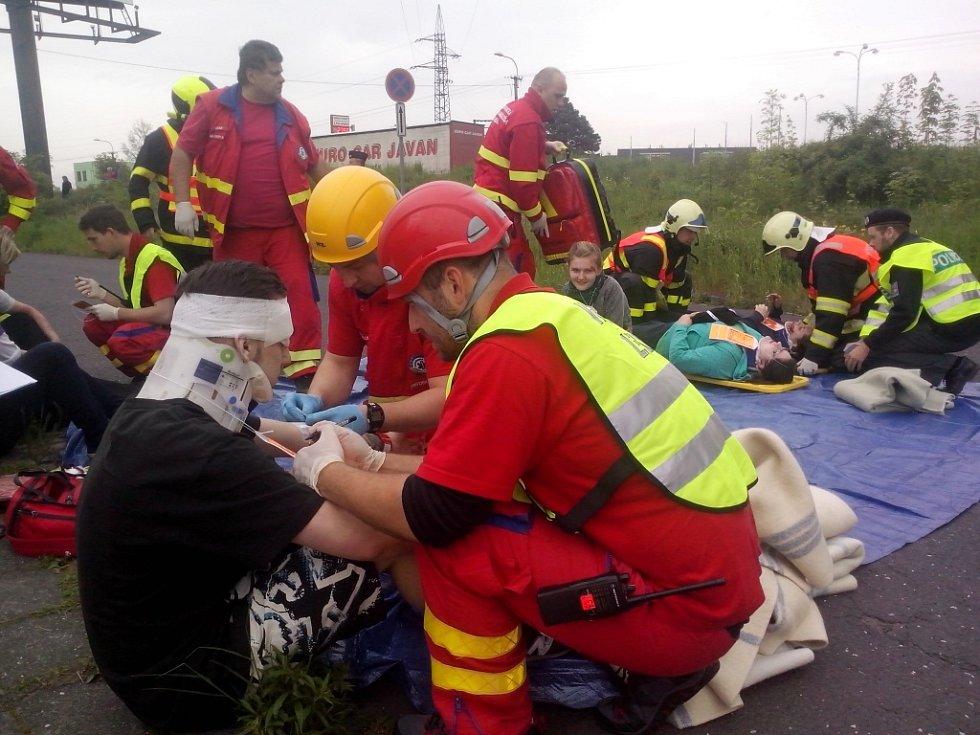 Cvičení IZS u hromadné nehody ve Frýdku-Místku.