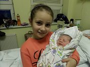 Natálie Waszutová se sestrou, Písek, nar. 22.1., 52 cm, 3,65 kg, Nemocnice Třinec.