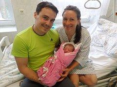 Laura Ondraszková s maminkou a tatínkem, Třinec – Guty, nar. 15. 6., 48 cm, 3,15 kg, Nemocnice Třinec.