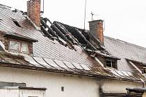 Noční požár v bytovém domě ve Vendryni na Třinecku si vyžádal tři oběti na životech. Další dva lidí utrpěli zranění.