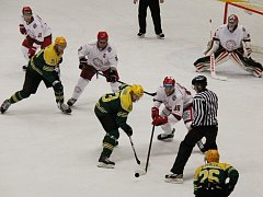 Ve šlágru kola si hokejisté Frýdku-Místku (bílé dresy) poradili v domácím prostředí se Vsetínem 5:3.