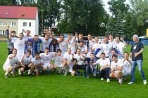 Fotbalisté oslavili vítězství nad Břeclaví se svými fanoušky.