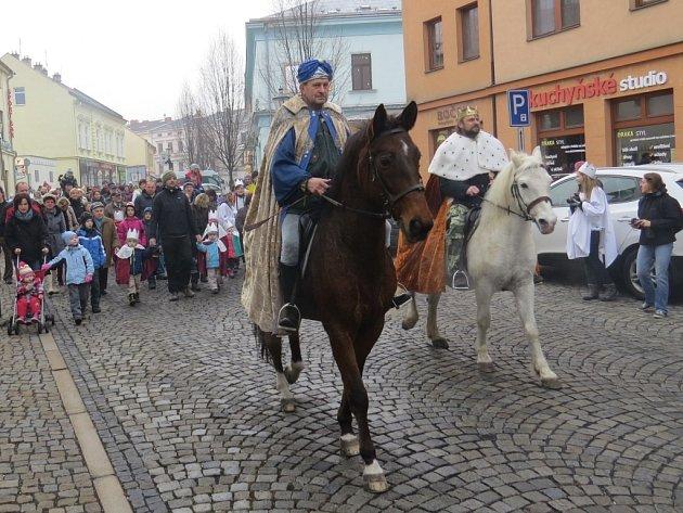 Frýdkem-Místkem prošel v sobotu dopoledne znovu po roce Tříkrálový průvod. Akce přilákala stovky návštěvníků.
