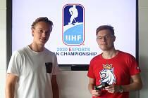 Josef Stachura (vpravo) bude hrát hru NHL za Třinec.