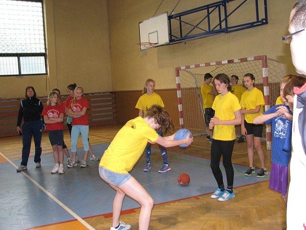 Tělocvična jablunkovské základní školy patřila okresnímu kolu soutěže Odznak Všestrannosti Olympijských Vítězů (OVOV).