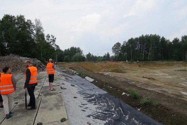 Skládka Skatulův Hliník, dávná ekologická zátěž vtrase obchvatu Frýdku-Místku, byla vyčištěna a rekultivována.