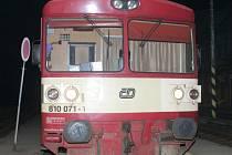 Tento vlak s cestujícími ohrozil neznámý  výtržník.