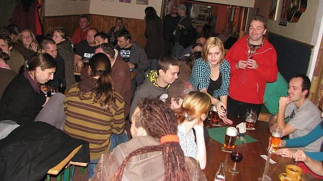 Hned několik lákadel nabízela v pátek večer hudební hospůdka U Arnošta ve Frýdku-Místku. V trojkoncertu se zde představili: Beata Bocek, Ležerně a vleže, René Souček.