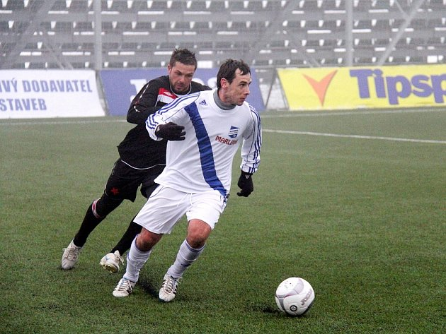 Devětadvacetiletý záložník Miroslav Ceplák (světlý dres) přišel do Třince vlétě 2005.Nyní se Ceplák snaží probojovat do kádru konkurenčního Frýdku-Místku.