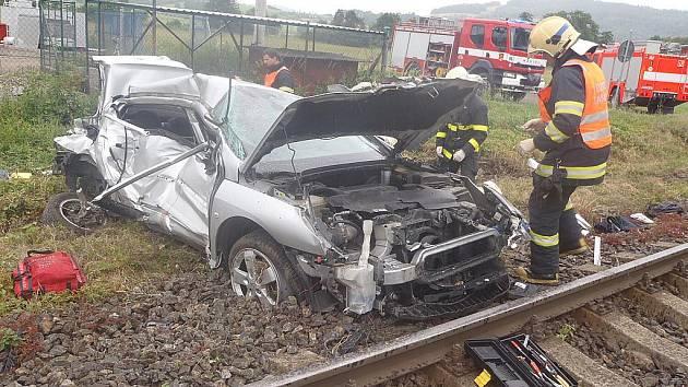 Tragické následky měla v úterý 21. června tragická nehoda na železničním přejezdu mezi stanicemi Pržno a Frýdlant nad Ostravicí. Osobní vlak, který jel z Ostravy do Kojetína se srazil s osobním automobilem. Při nehodě byl usmrcen pětašedesátiletý řidič.