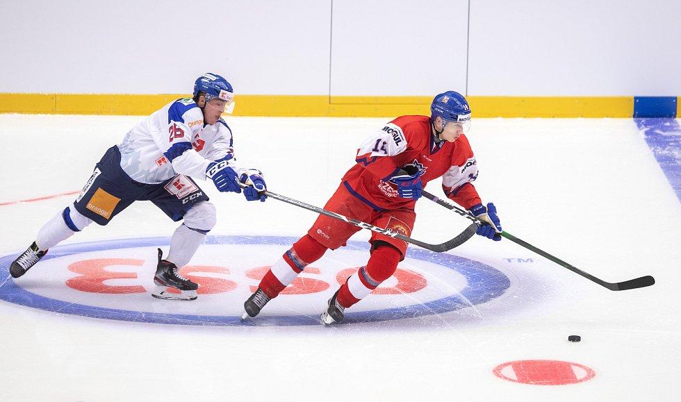 Přípravný zápas před MS U20 Česká republika - Slovensko, 22. prosince 2019 v Třinci. Na snímku (zleva) Marek Minárik, Jan Jeník.