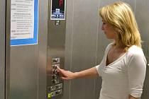 Nové výtahy vyšly na více než tři miliony korun, zlepší komfort pacientů i zdravotníků.