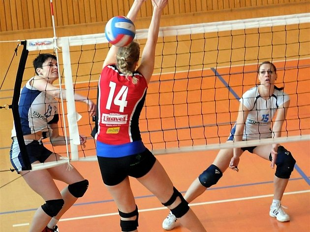 Druholigové volejbalistky Palkovic porazily na domácí palubovce litovelský Tatran dvakrát 3:0