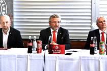 Tisková konferenci třineckých Ocelářů. Zleva Jan Peterek, Ján Moder a Jan Czudek.
