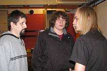 Martin Dubčák (vlevo) z nízkoprahového klubu U-kryt ve Frýdku-Místku potvrzuje, že sociální služby zažívají krizi. Frýdecké zařízení, které funguje od roku 2003, by ji však mělo zvládnout. Naopak v Jablunkově se to nepodařilo, tamní Bunkr v dubnu končí.