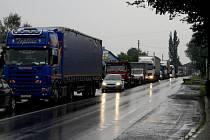Kolaps dopravy z 28. července. Na snímku Vendryně, směr Třinec.