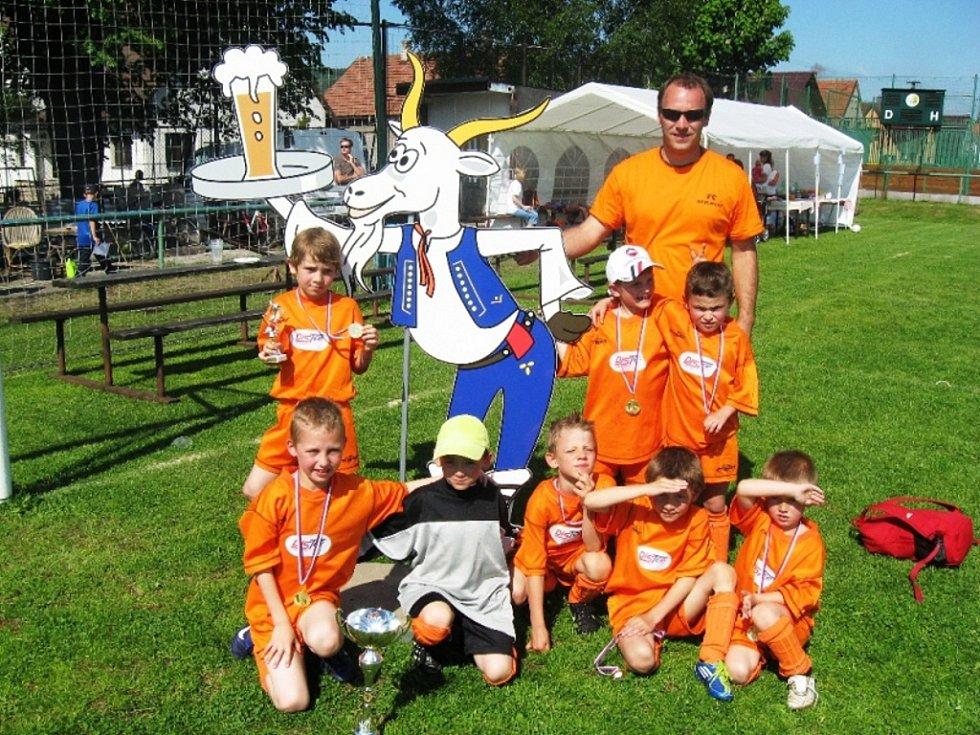 Kozlovičtí benjamínci (na snímku) se stali v sobotu vítězi turnaje pro kluky narozené v roce 2004 a mladší, v neděli skončili domácí šestí.