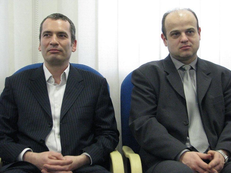 Do Třince přijeli i tito dva manažeři firmy, která má zájem majetkově ovládnout místní kabelovou televizi. Vlevo Francouz Nicolas Boissin, vedle něj Jan Dašovský.