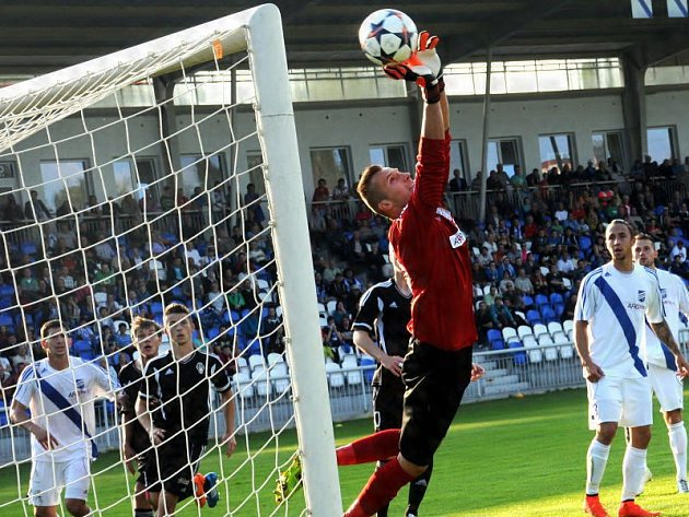Fotbalisté Frýdku-Místku porazili na svém stadionu druholigového lídra ze Žižkova 1:0, když jedinou branku utkání vstřelil útočník Matúš.