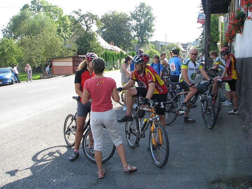 Kopcovitou trasu dlouhou 18 kilometrů projel nejrychleji Petr Velička s časem 41 minut a 52 vteřin.