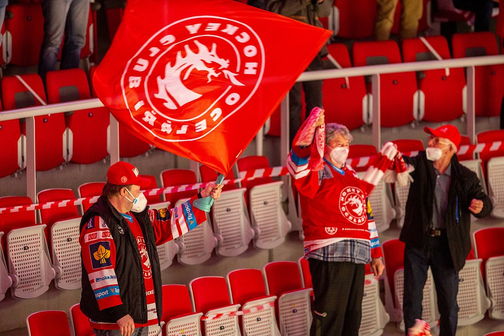 Finále play off hokejové Tipsport extraligy - 1. zápas: HC Oceláři Třinec - Bílí Tygři Liberec, 18. dubna 2021 v Třinci. Fanoušci.