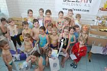 Děti mají ve Frýdku-Místku o plavání velký zájem.