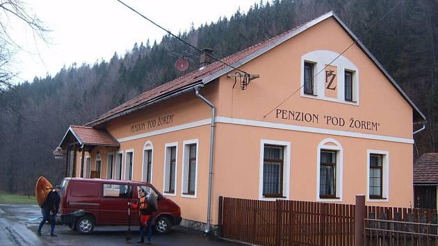 Penzion Pod Žorem v obci Krásná.