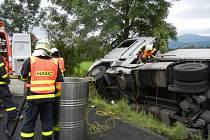 Zásah hasičů u nehody kamionu ve Vendryni.