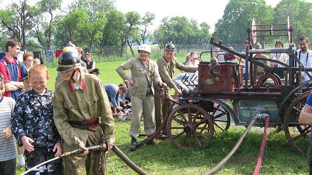 Chloubou janovických hasičů je jejich více než sto let stará čtyřkolová ruční stříkačka. Veřejnost ji mohla naposledy vidět před třemi lety při oslavách stého výročí založení sboru.