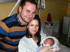Viktor Jiřík s rodiči, Frýdek-Místek, nar. 8. 12., 50 cm, 3,13 kg. Nemocnice ve Frýdku-Místku.