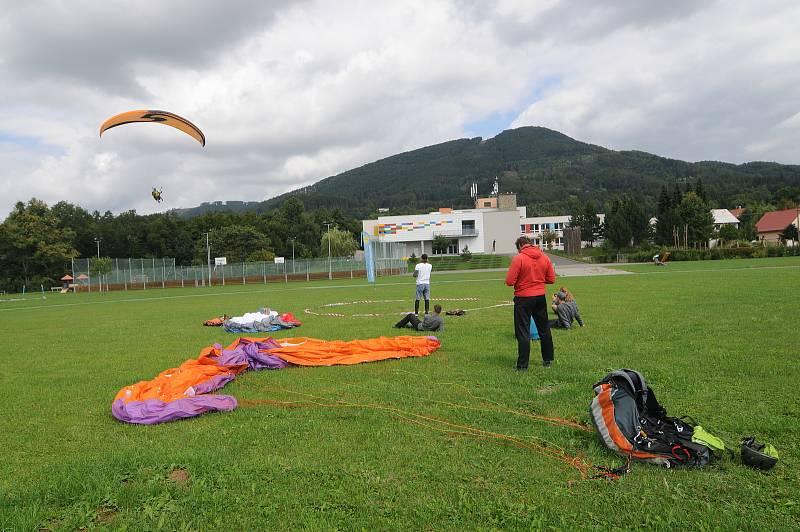 Kunčice pod Ondřejníkem jsou hodně oblíbené mezi paraglidisty.