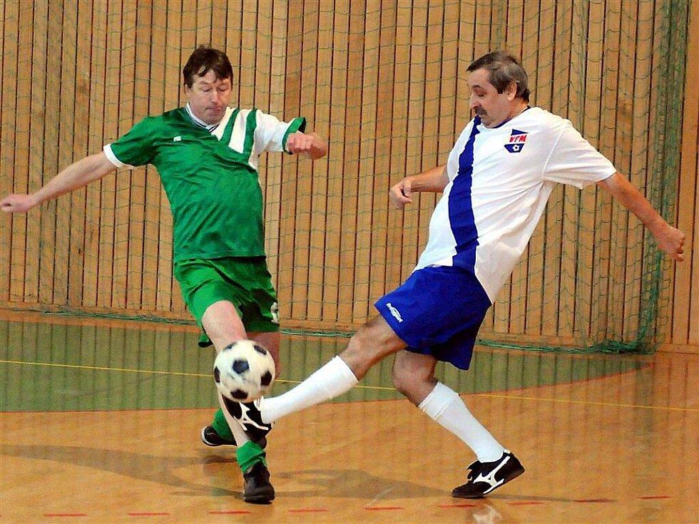 V místecké hale SOUT se sešli bývalí fotbalisté, kteří před několika lety bavili svými kousky nespočet fanoušků na Frýdecko-Místecku či Třinecku.