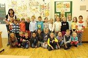 Žáci 6. ZŠ v ulici Pionýrů ve Frýdku-Místku, třída 1.B paní učitelky Ireny Holubové.