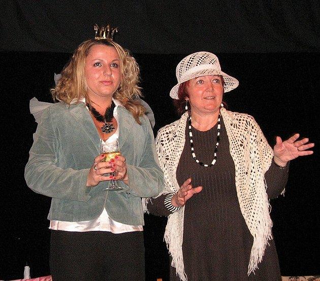 Nela Chamrádová (vlevo) s Vlastou Blizňákovou připravily pořad věnovaný poezii.