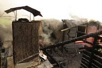 Blesk podpálil chatku.