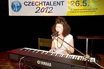 Kateřina Kouláková se v soutěži prosadila s vlastní skladbou Něha, ke které složila nejen hudbu, ale i text.