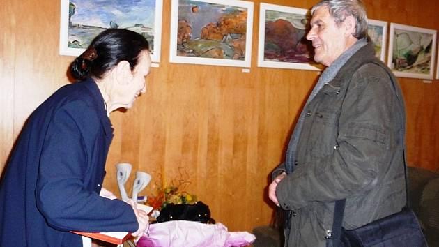 Malířka Leda Pešatová v debatě s kunsthistorikem Karlem Bogarem.