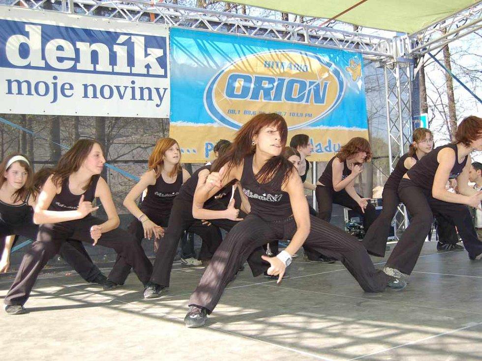 Vystoupení hiphopové formace opět z Domu dětí a mládeže v Třinci.