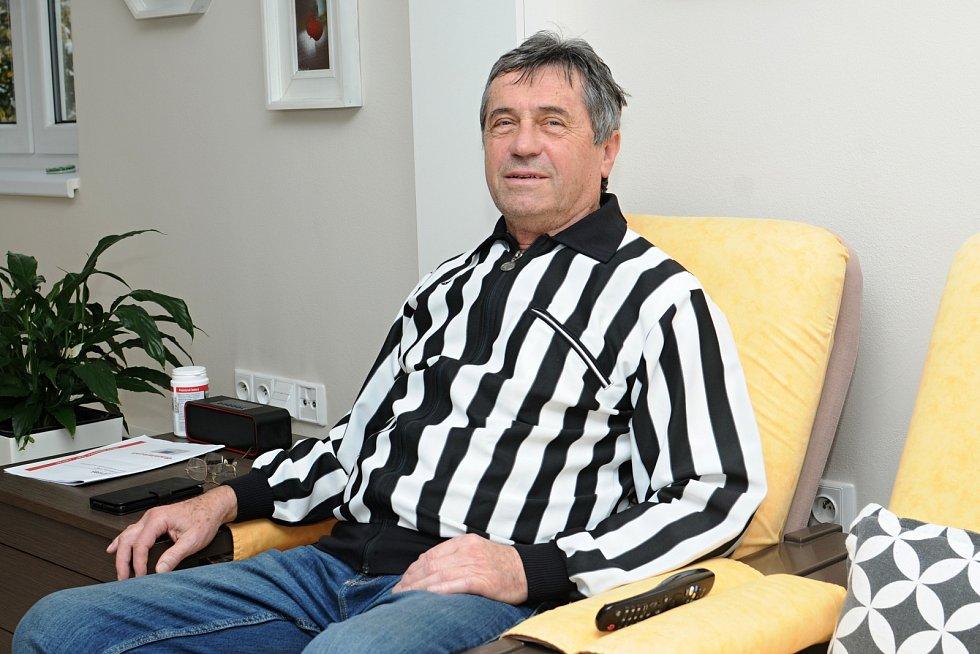 Bývalý uznávaný československý rozhodčí Miroslav Lipina pískal na třech světových šampionátech.