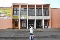 Na snímku Kulturní dům Frýdek. Budova je v provozu od roku 1963, dlouho byla spojena s Válcovnami plechu. V roce 2008 ji podnik prodal soukromé společnosti.
