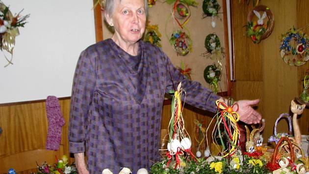 Jarmila Bražinová na velikonoční výstavě v Morávce.