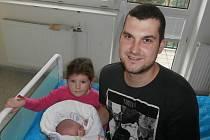 Anet Bařinová s tatínkem a sestřičkou, Kunčice pod Ondřejníkem, nar. 11. 11., 49 cm, 3,05 kg, Nemocnice ve Frýdku-Místku.
