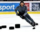 Jaromír Jágr si v Třinci zatrénoval s místní mládeží a oznámil, že jeho start na led se odkládá.