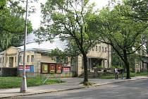 Výstavba bytových domů ve frýdlantské lokalitě za Nádražní ulicí se kvůli krizi komplikuje.