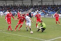 Až díky zlepšenému výkonu ve druhém poločase dokázali fotbalisté Frýdku-Místku svůj domácí duel s Pardubicemi zvrátit ve svůj prospěch (2:1).