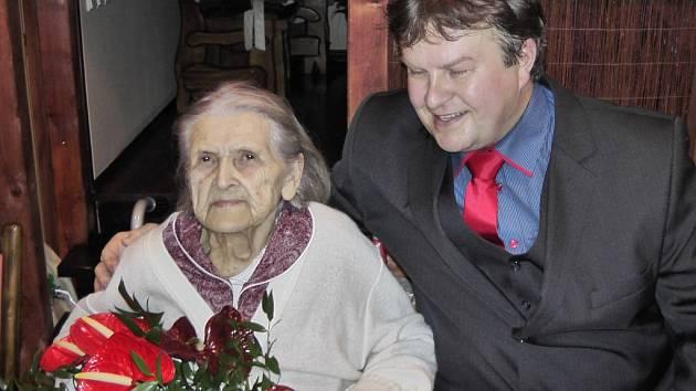 Emilie Michaela Starková z Dolních Tošanovic oslavila 100. narozeniny.
